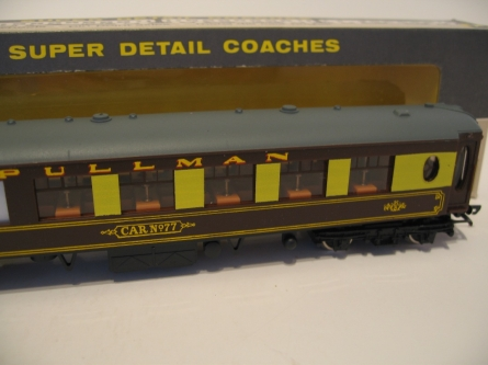 Wrenn W6000  No 77 Pullman Brk Coach - Brown/Cream -BT