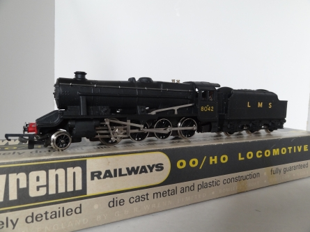Wrenn W2225 8F Locomotive - LMS Black - 8042 - Mid P3 Issue